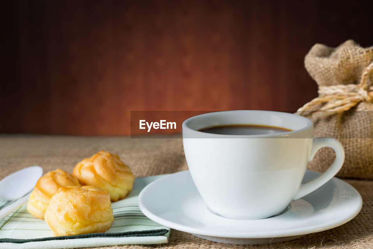 CLOSE-UP OF COFFEE AND BREAKFAST ON TABLE