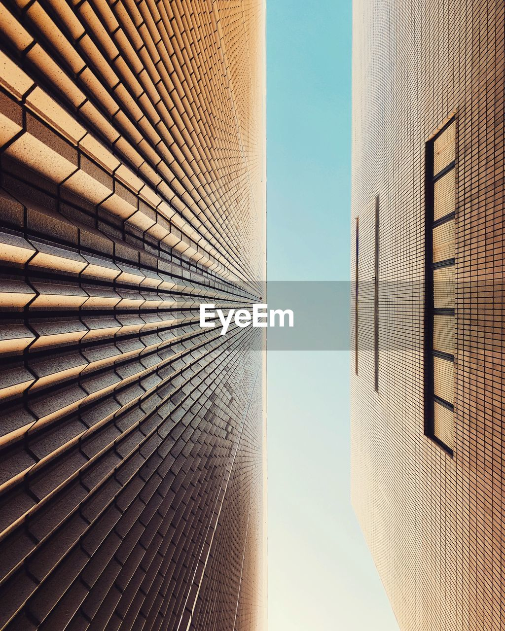 architecture, built structure, building exterior, building, city, sky, office building exterior, modern, low angle view, tall - high, office, no people, day, tower, nature, skyscraper, clear sky, sunlight, outdoors, directly below, financial district