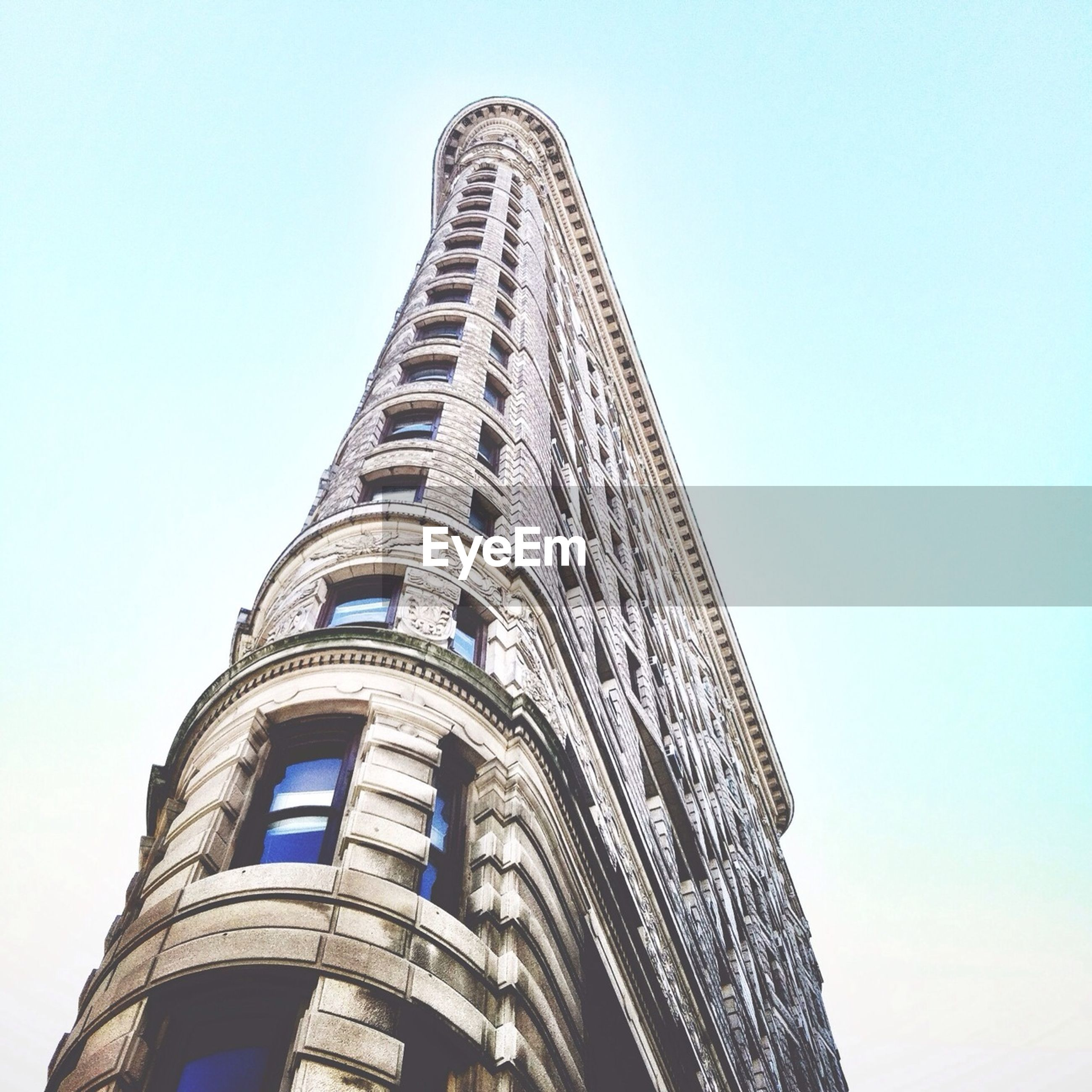 architecture, built structure, low angle view, clear sky, building exterior, tower, famous place, tall - high, international landmark, travel destinations, history, capital cities, copy space, tourism, blue, travel, day, city, outdoors, architectural feature
