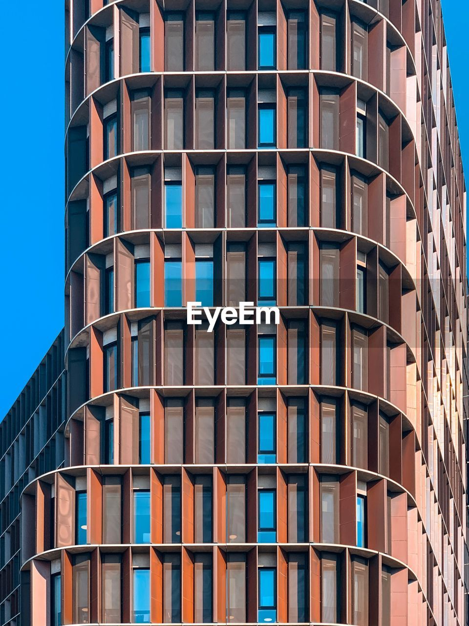 building exterior, built structure, architecture, window, low angle view, city, building, no people, day, residential district, in a row, pattern, modern, outdoors, repetition, clear sky, full frame, glass - material, office building exterior, sky, apartment