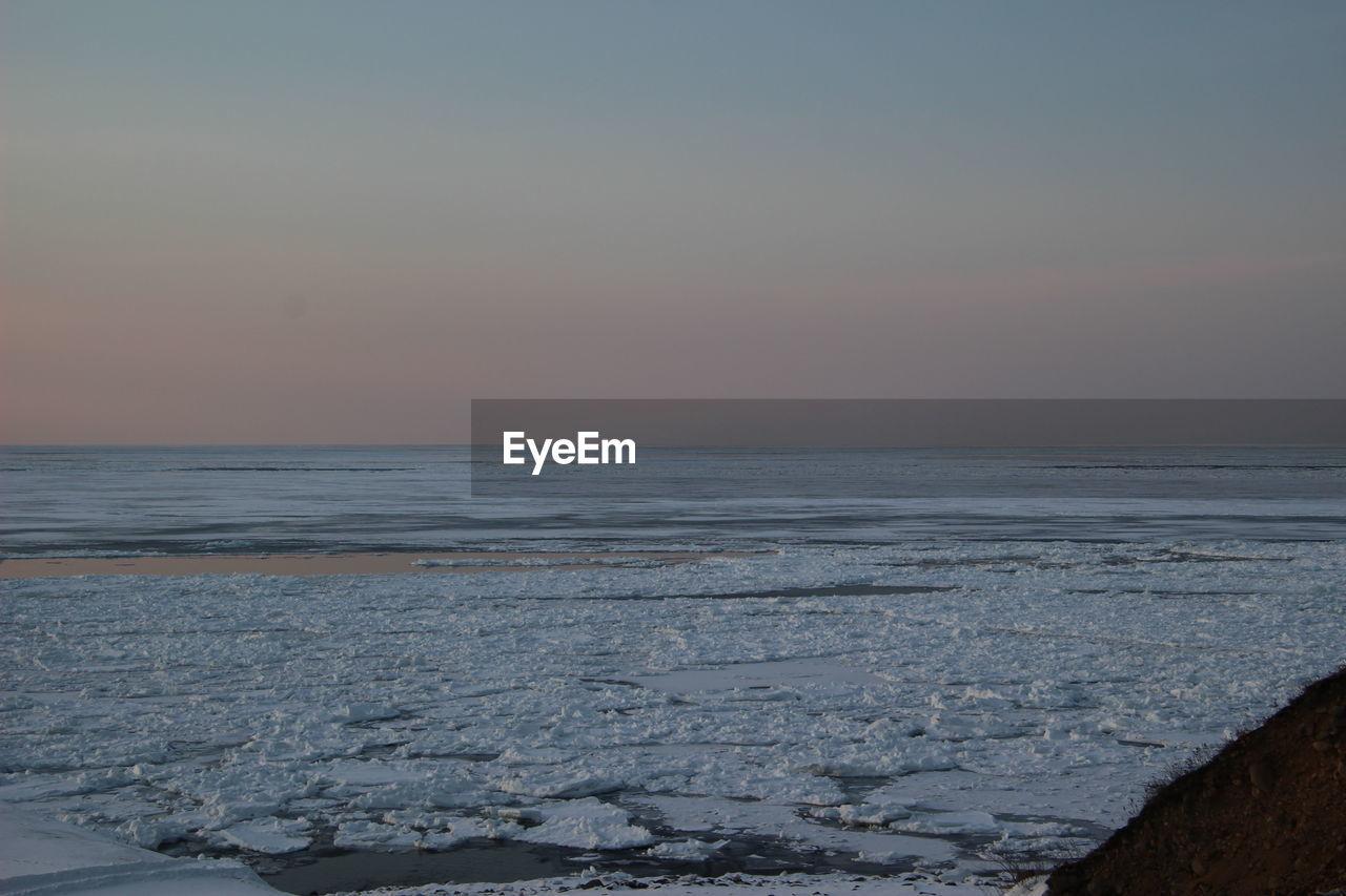 sky, scenics - nature, sea, horizon over water, water, beauty in nature, horizon, tranquil scene, tranquility, sunset, nature, no people, land, winter, cold temperature, idyllic, beach, non-urban scene, outdoors