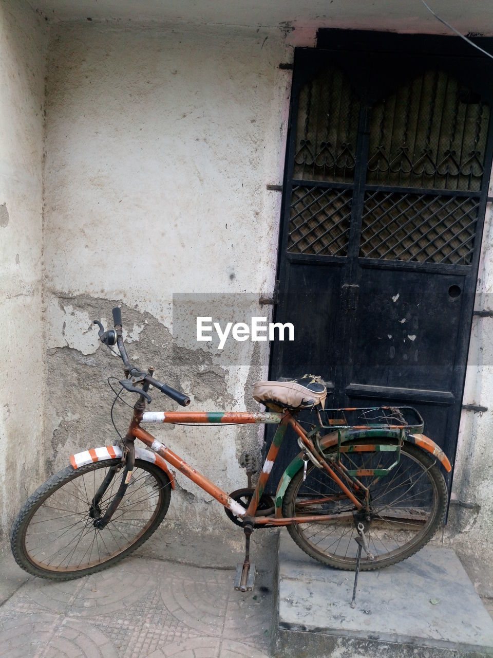 bicycle, transportation, mode of transport, land vehicle, stationary, architecture, built structure, no people, day, outdoors, building exterior