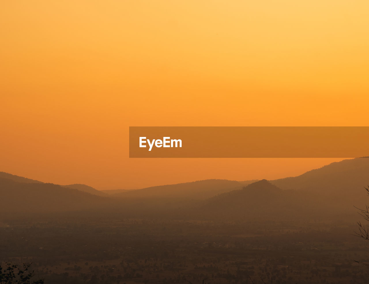 beauty in nature, sky, scenics - nature, sunset, tranquil scene, tranquility, environment, landscape, mountain, copy space, orange color, no people, nature, idyllic, non-urban scene, silhouette, mountain range, remote, clear sky, outdoors, hazy