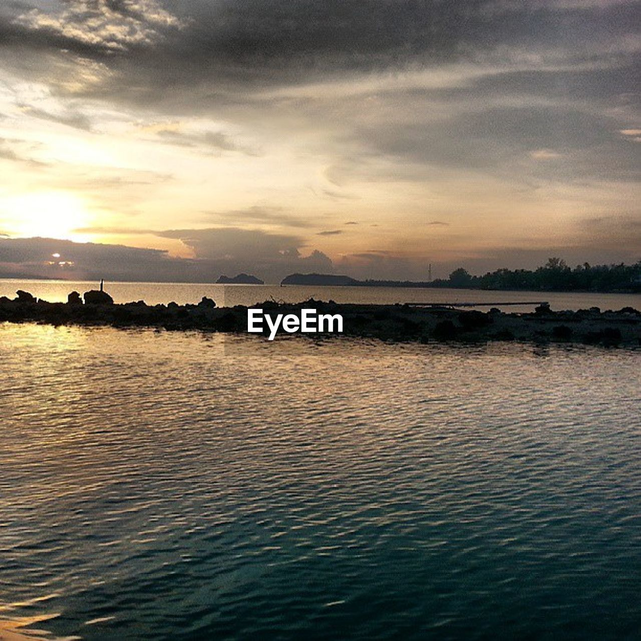 water, sunset, sky, scenics, tranquil scene, beauty in nature, nature, cloud - sky, tranquility, river, reflection, waterfront, rippled, no people, outdoors, architecture, nautical vessel, day, tree