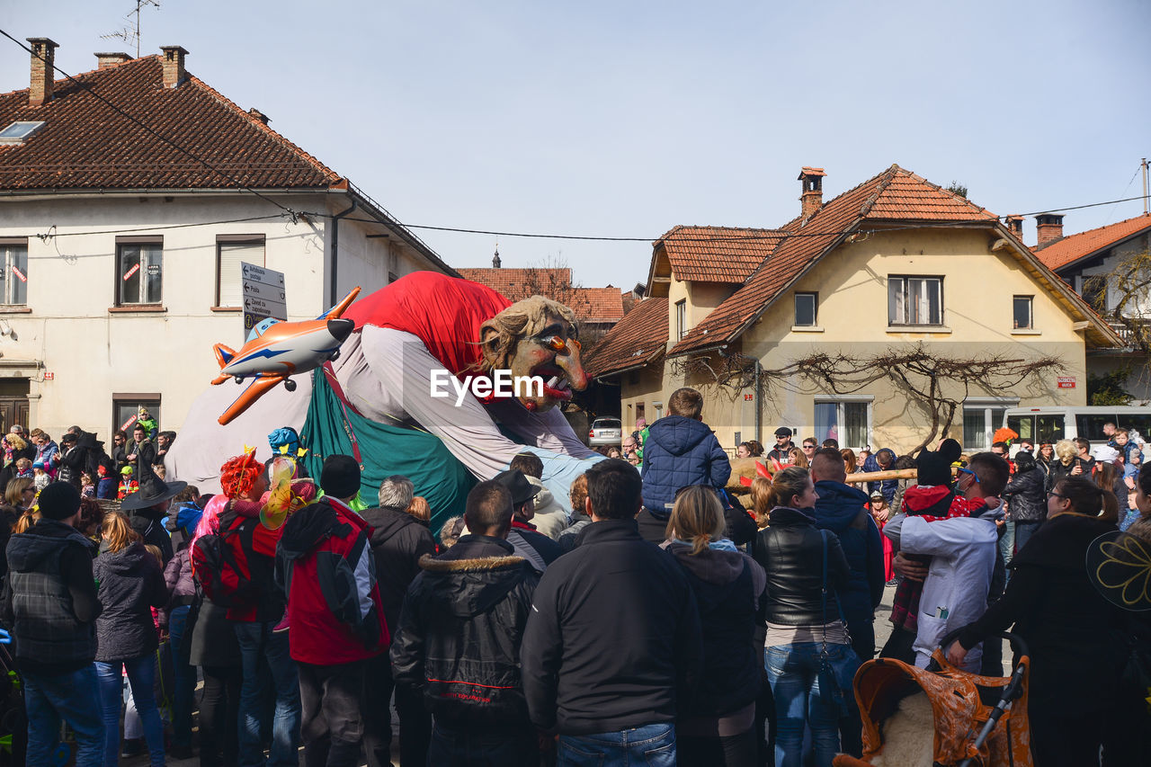 building exterior, large group of people, architecture, real people, built structure, men, day, leisure activity, women, performance, outdoors, lifestyles, fun, crowd, togetherness, protestor, sky, people, adult