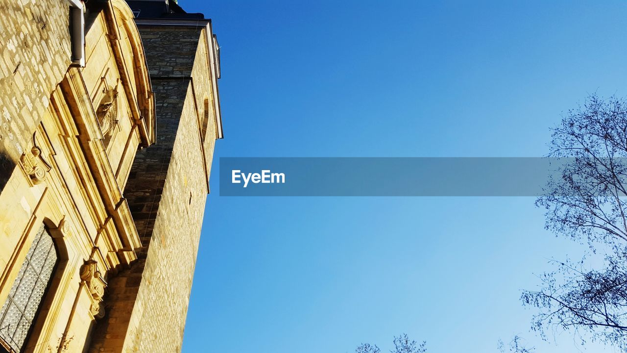 low angle view, built structure, architecture, building exterior, blue, outdoors, clear sky, no people, copy space, day, sky, nature, ancient civilization