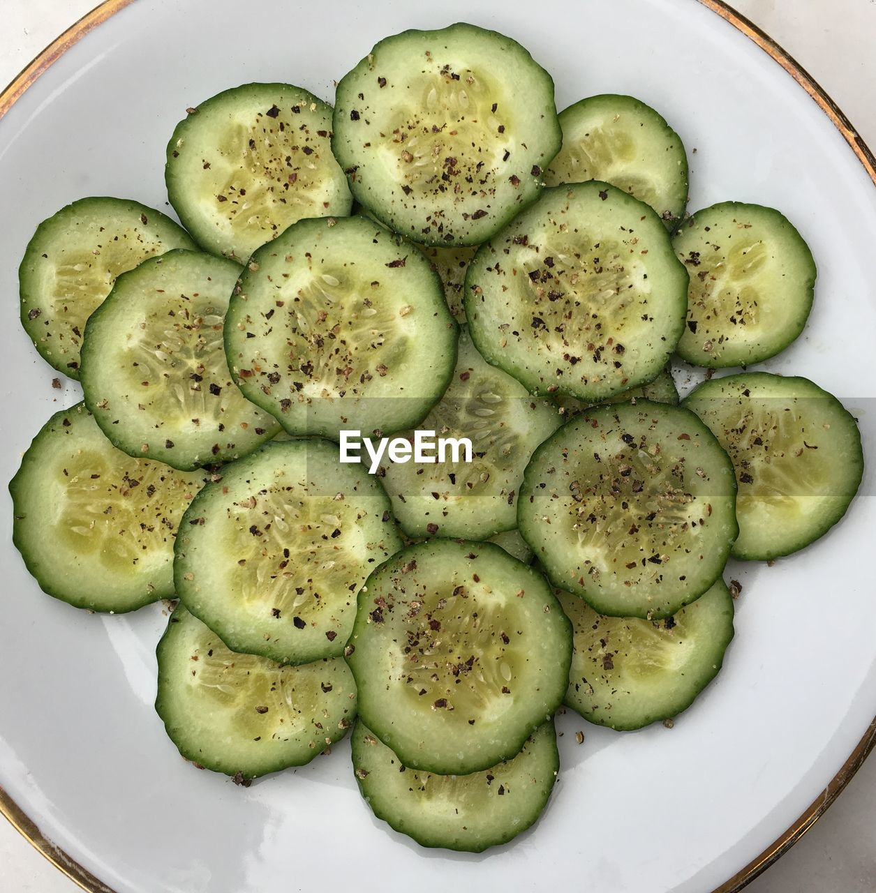 food and drink, food, healthy eating, cucumber, no people, green color, directly above, slice, close-up, freshness, day