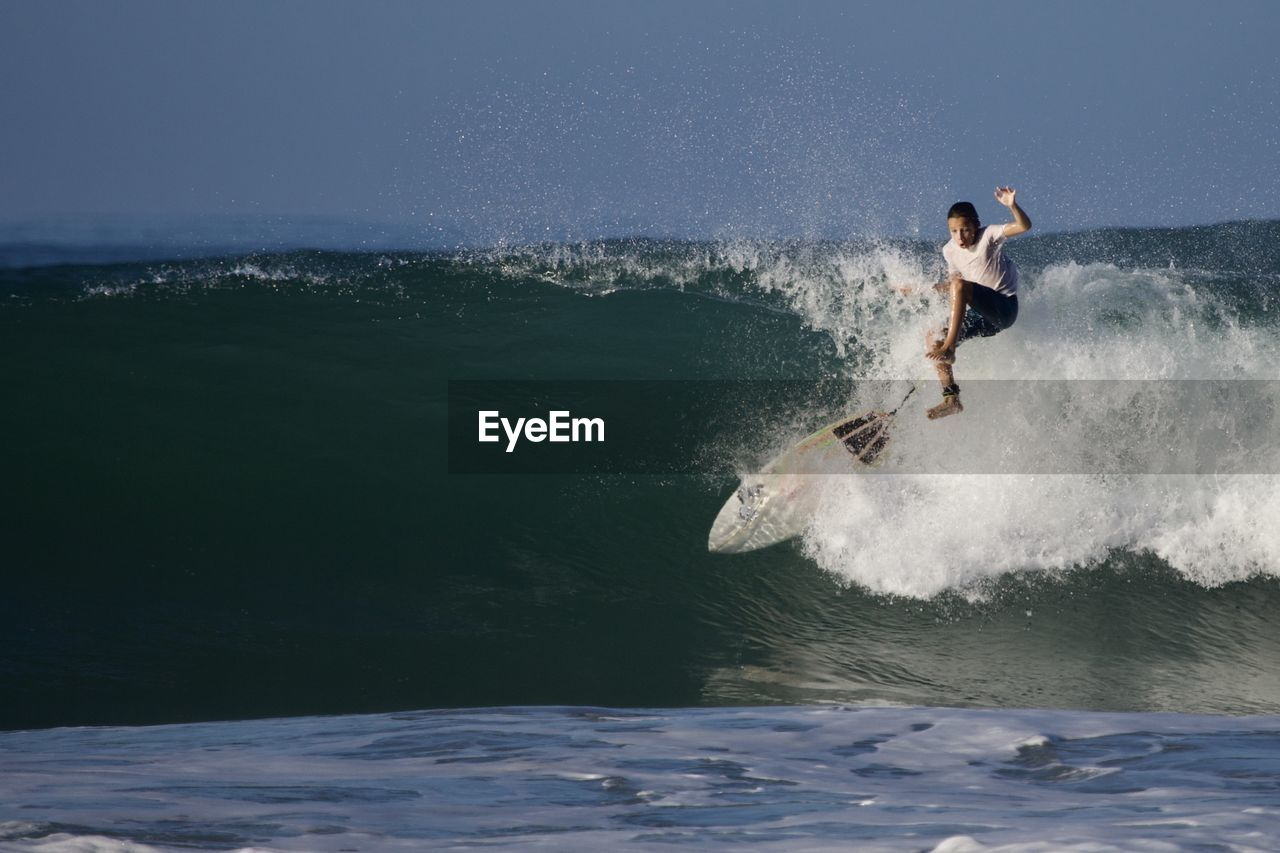 water, motion, wave, real people, sport, one person, leisure activity, sea, lifestyles, waterfront, surfing, aquatic sport, nature, extreme sports, day, adventure, men, beauty in nature, power in nature, skill, outdoors