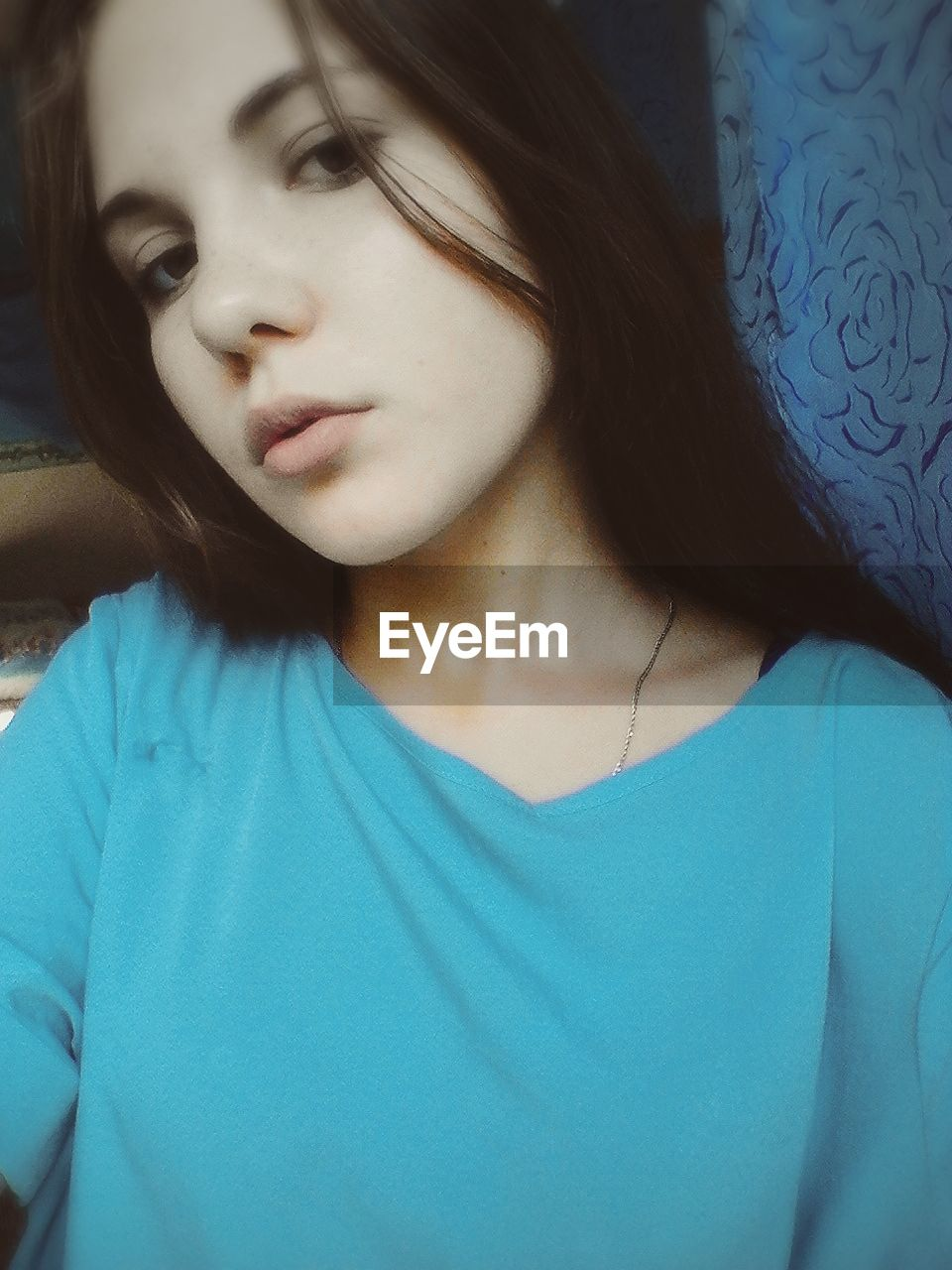 one person, front view, young adult, close-up, disappointment, young women, indoors, headshot, real people, beautiful woman, day, tensed, people