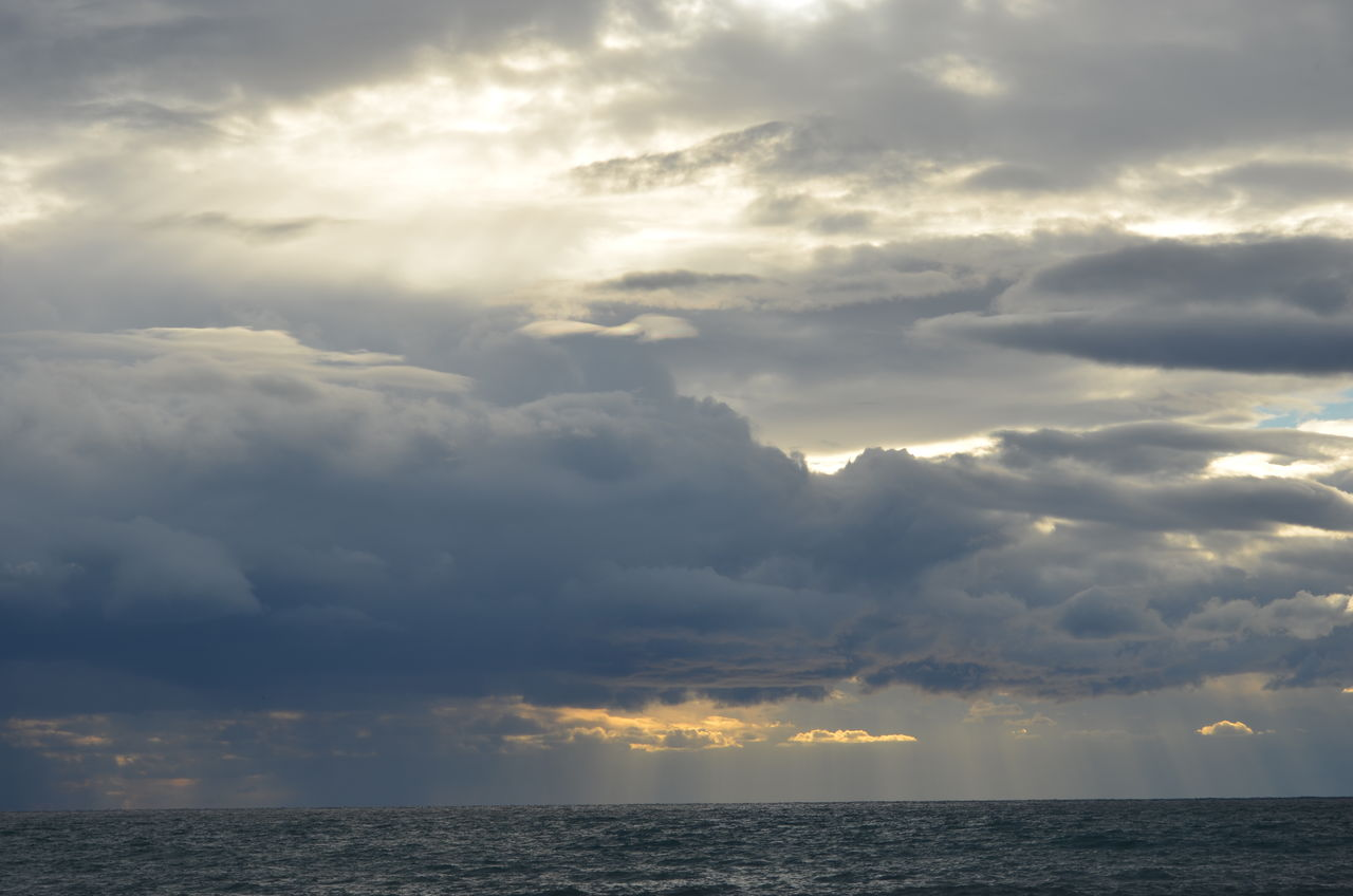 cloud - sky, sky, beauty in nature, tranquility, scenics - nature, sea, horizon, horizon over water, water, tranquil scene, nature, sunset, no people, idyllic, outdoors, overcast, dramatic sky, storm, ominous, streaming