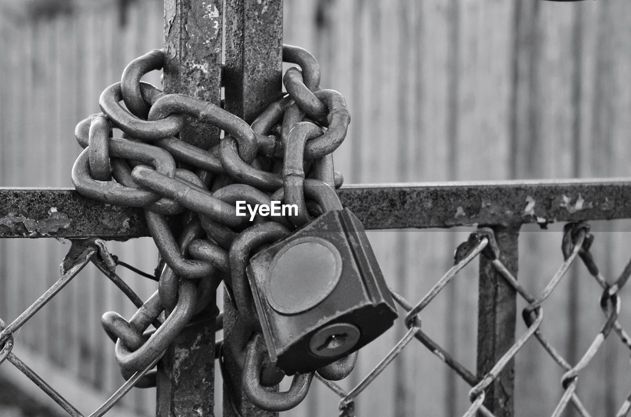 metal, chain, fence, security, safety, focus on foreground, barrier, no people, boundary, protection, lock, close-up, strength, day, connection, padlock, outdoors, gate, rusty, hanging, iron