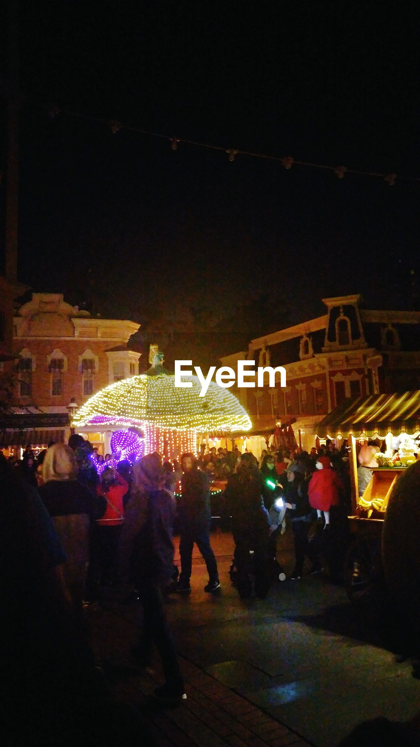 illuminated, large group of people, night, crowd, women, men, leisure activity, city, outdoors, people, real people, architecture, sky, bazaar, adults only, adult