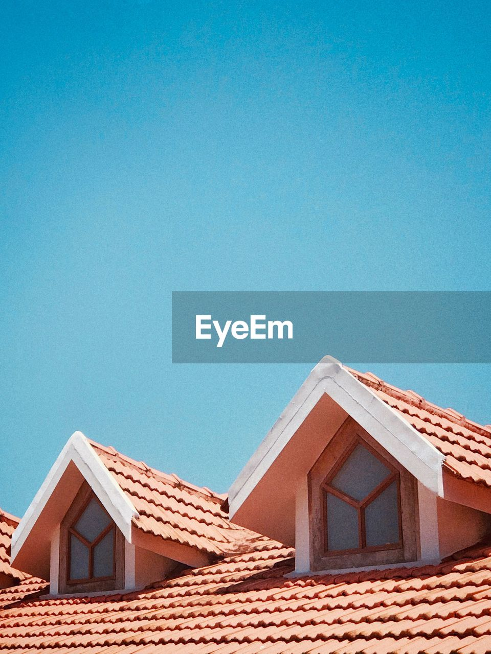 architecture, built structure, building exterior, building, house, blue, sky, roof, clear sky, copy space, day, no people, residential district, roof tile, nature, low angle view, sunlight, outdoors, high section, window