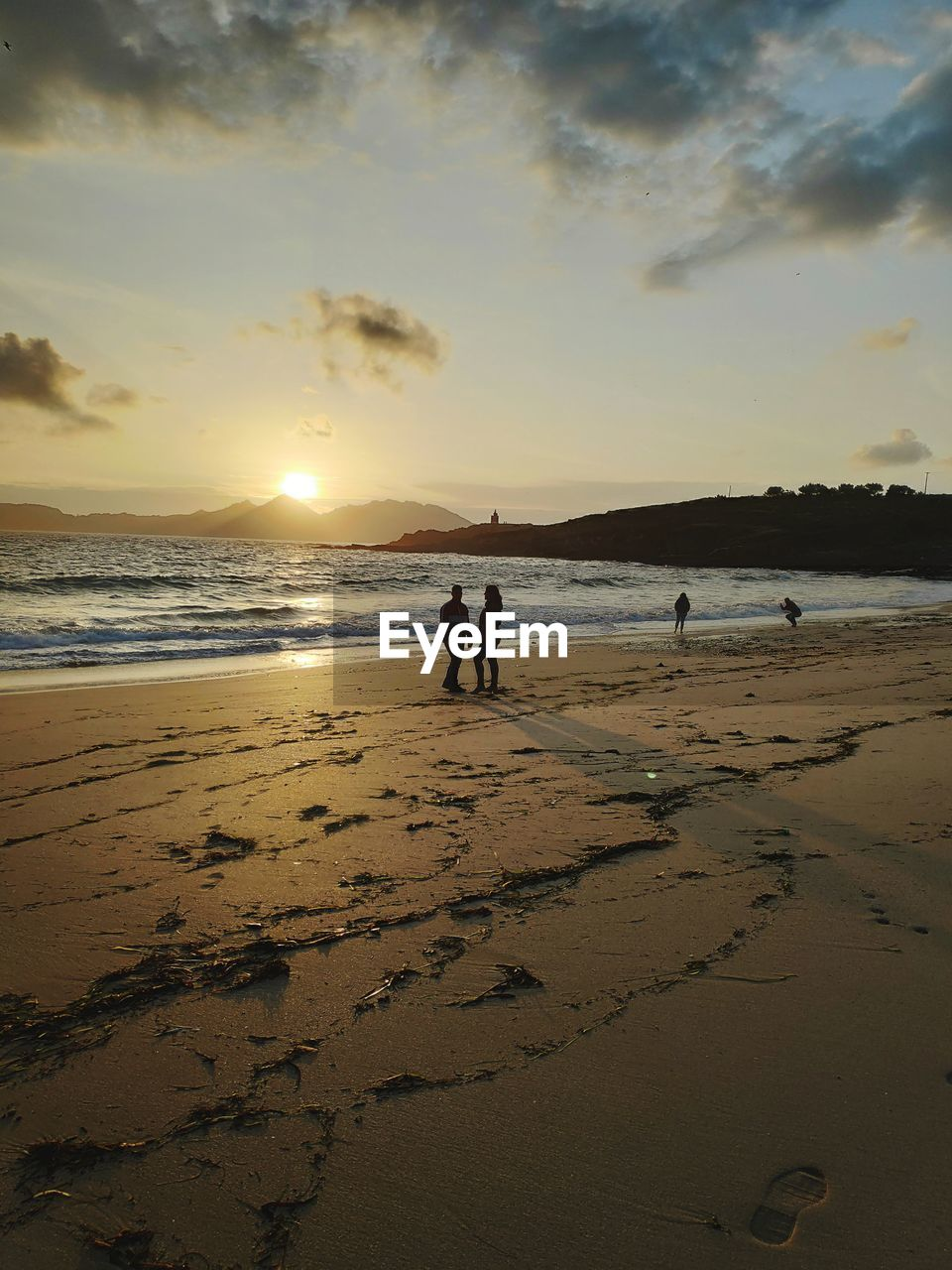 beach, sky, land, water, sea, sunset, beauty in nature, real people, scenics - nature, cloud - sky, nature, sand, leisure activity, men, lifestyles, group of people, adult, women, sun, horizon over water, outdoors, couple - relationship