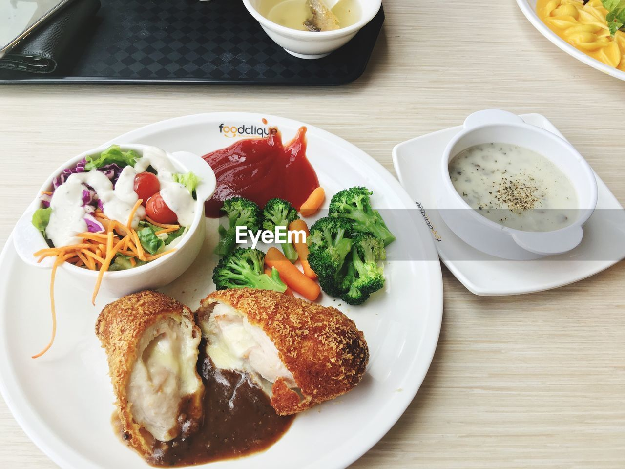 plate, food and drink, food, freshness, table, indoors, serving size, ready-to-eat, no people, salad, bowl, tomato, lettuce, healthy eating, close-up, day