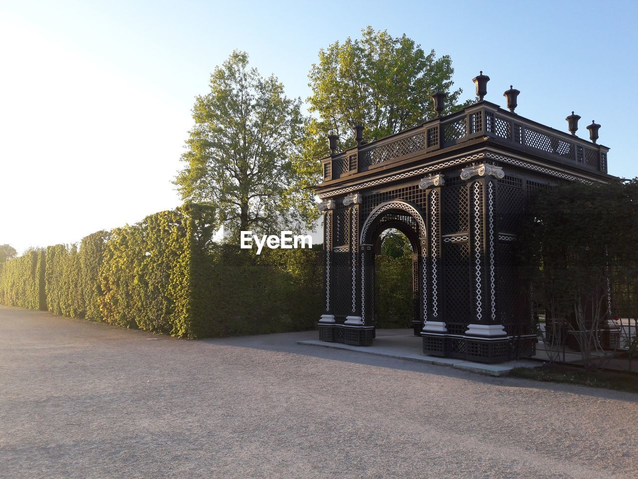 plant, built structure, architecture, tree, sky, nature, no people, day, arch, history, the past, building exterior, clear sky, entrance, growth, travel destinations, outdoors, grass, sunlight, building, hedge
