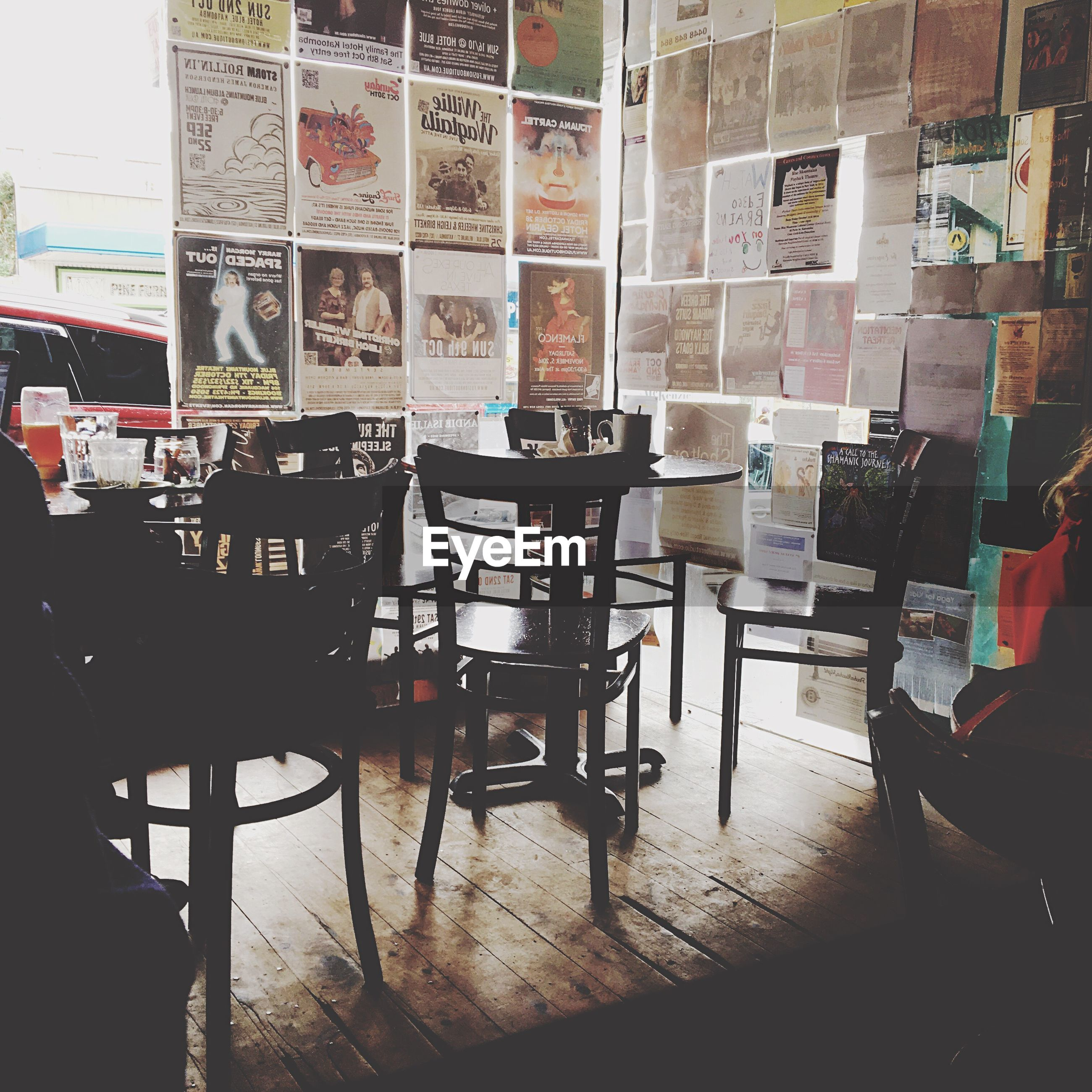 chair, table, indoors, absence, empty, arrangement, group of objects, restaurant, large group of objects, red, order