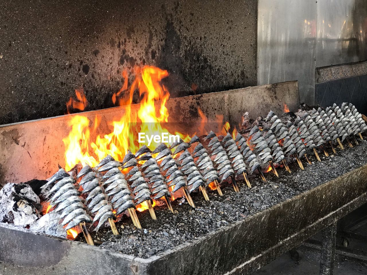 heat - temperature, burning, fire, flame, fire - natural phenomenon, orange color, glowing, nature, barbecue, barbecue grill, no people, motion, food, day, outdoors, food and drink, preparation, blurred motion, metal, architecture, preparing food
