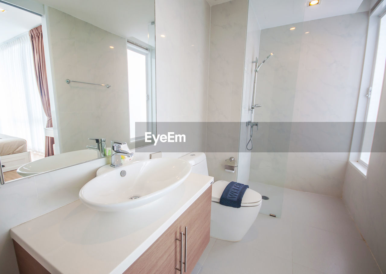 bathroom, domestic bathroom, indoors, hygiene, sink, domestic room, white color, no people, faucet, home, home interior, mirror, household equipment, day, bathroom sink, absence, modern, white, wall - building feature, architecture, clean