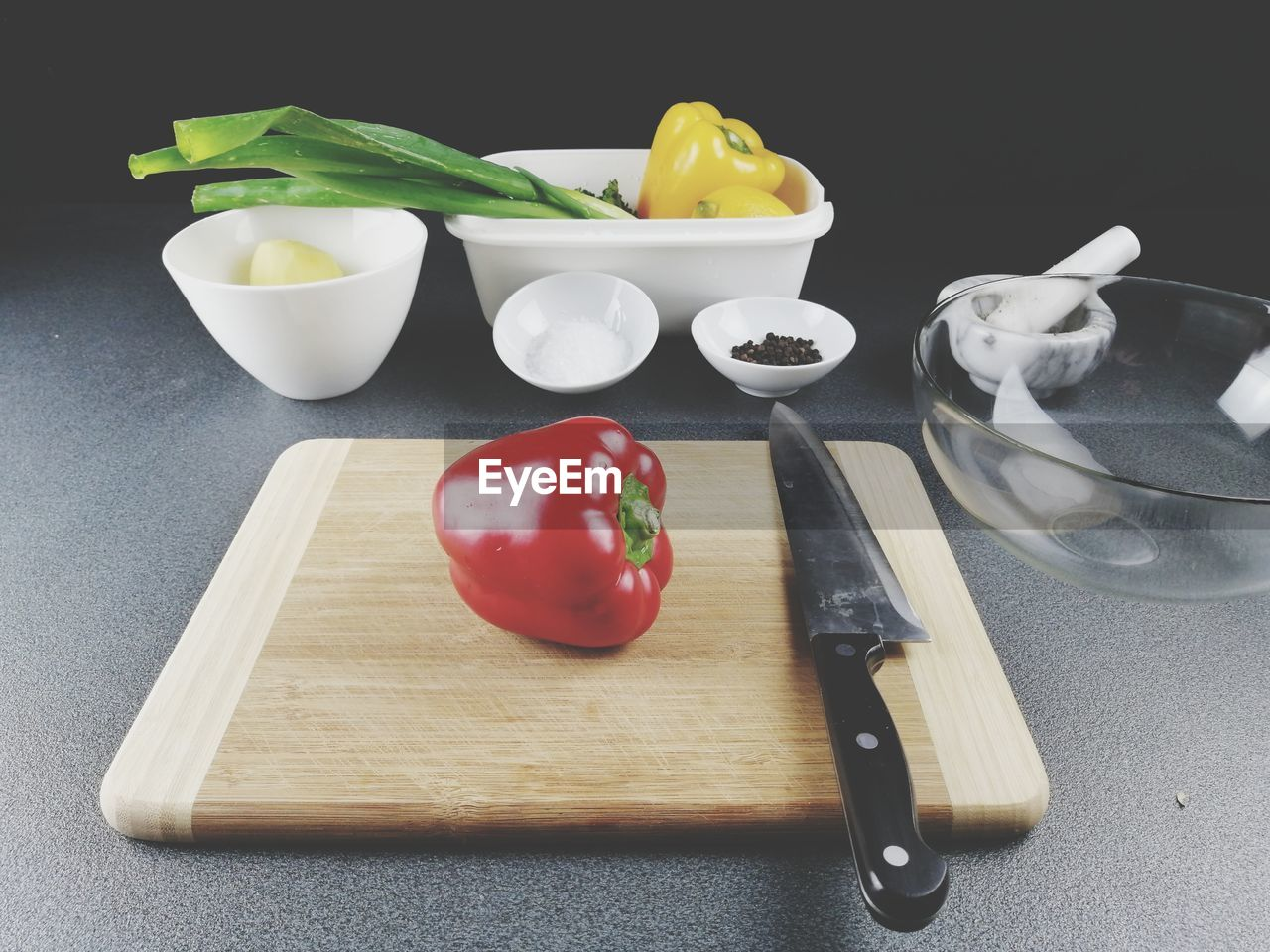 food, food and drink, vegetable, still life, freshness, healthy eating, indoors, wellbeing, cutting board, tomato, bell pepper, kitchen knife, knife, pepper, no people, fruit, red, close-up, kitchen utensil, red bell pepper, preparation, preparing food, chopped, table knife, tray