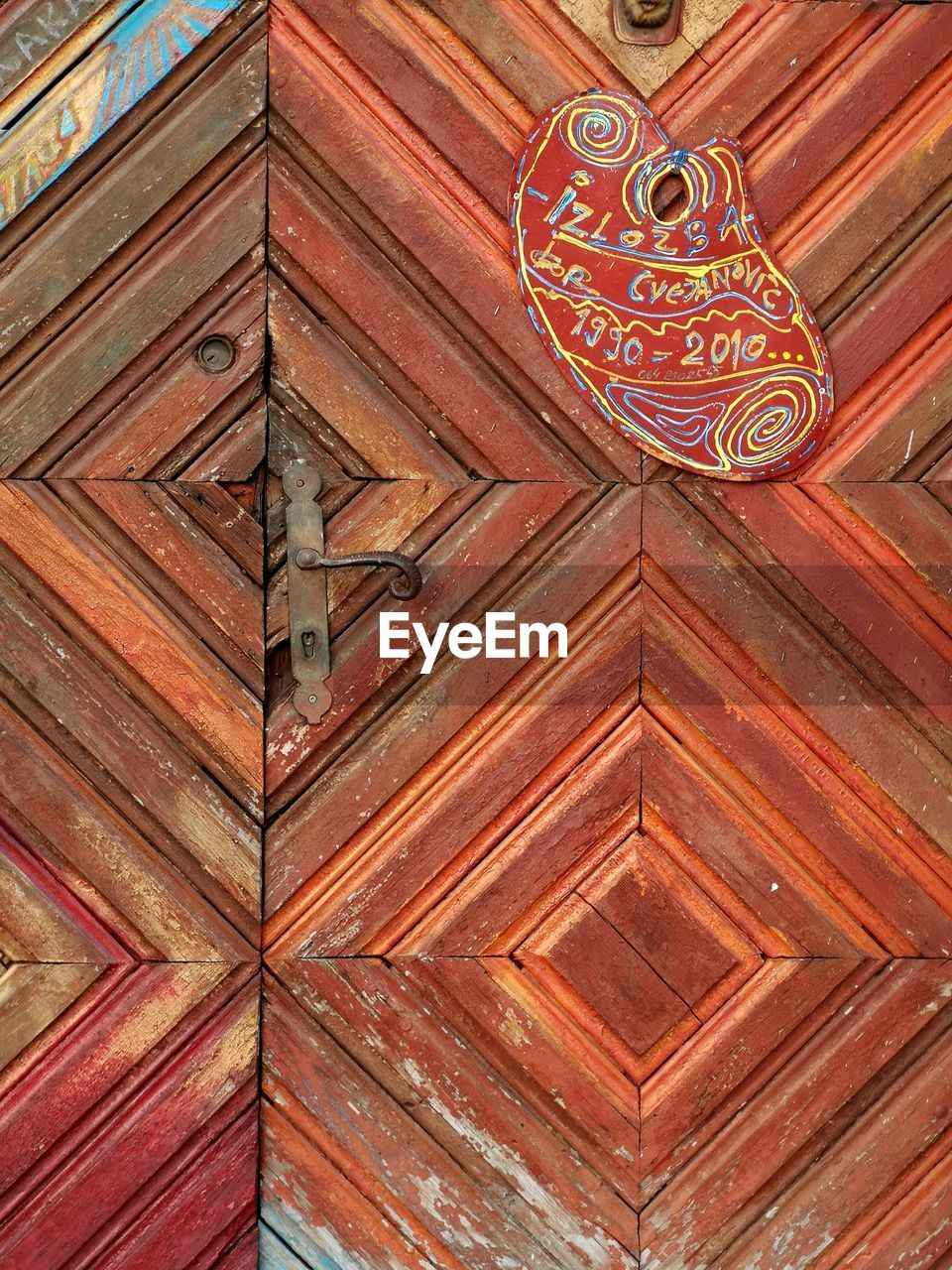 pattern, wood - material, art and craft, no people, architecture, full frame, built structure, craft, design, creativity, indoors, door, entrance, backgrounds, place of worship, brown, low angle view, religion, day, belief, wood, ceiling, ornate, floral pattern
