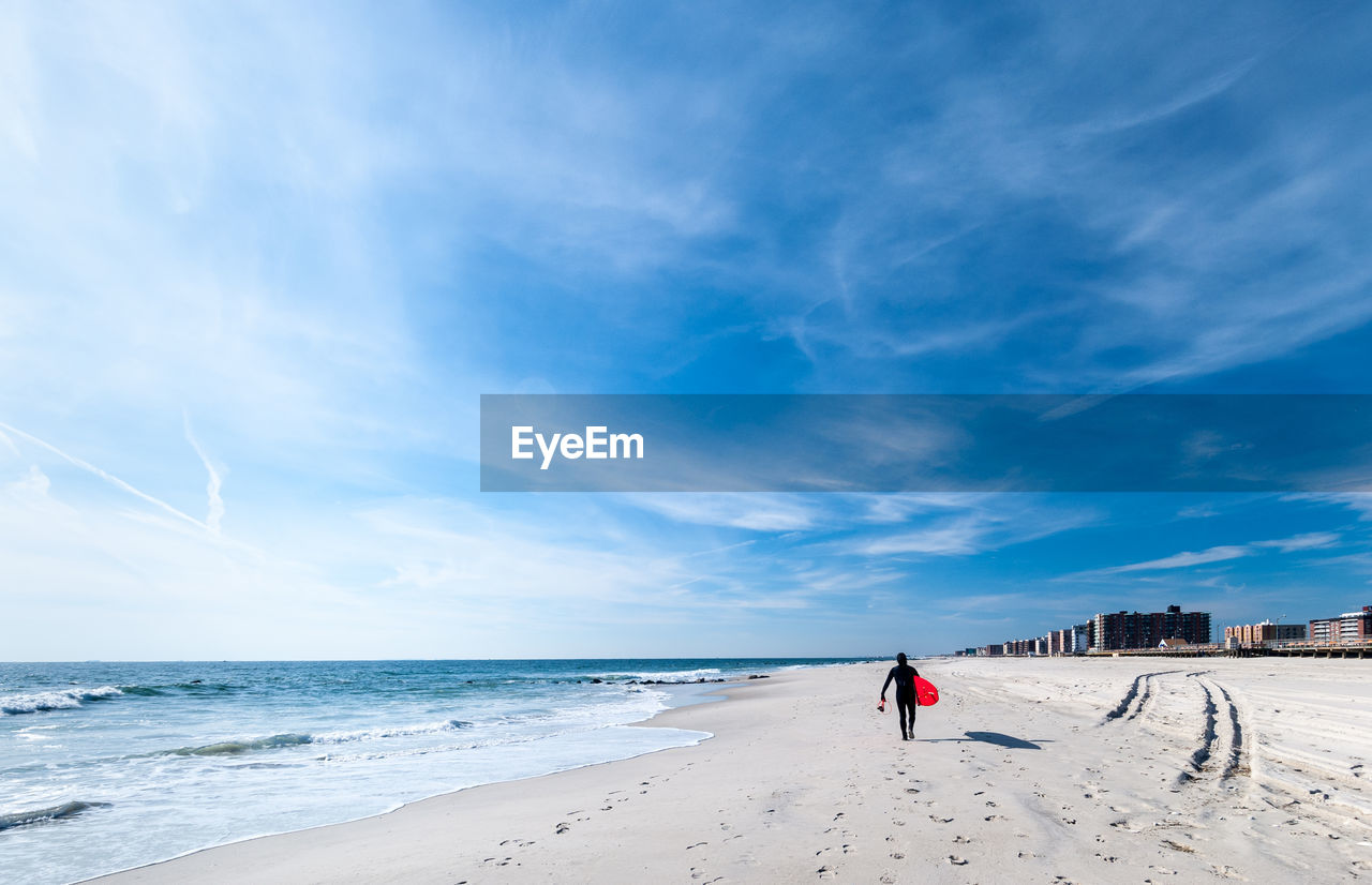 sky, land, sea, beach, water, cloud - sky, beauty in nature, horizon over water, scenics - nature, horizon, real people, nature, rear view, lifestyles, sand, day, leisure activity, blue, men, outdoors