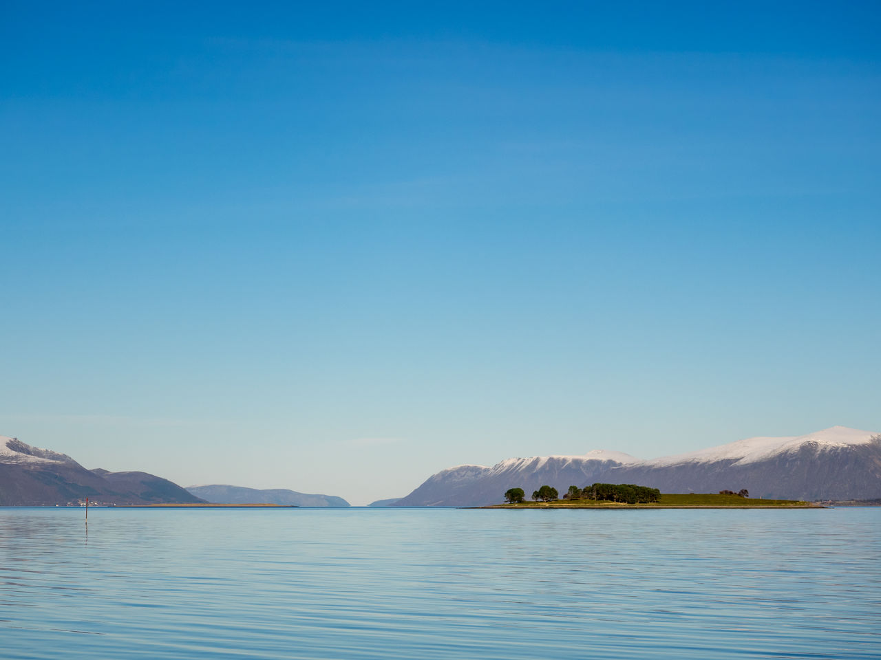 mountain, scenics, blue, mountain range, tranquil scene, beauty in nature, tranquility, nature, water, copy space, outdoors, no people, clear sky, waterfront, lake, sky, day, landscape