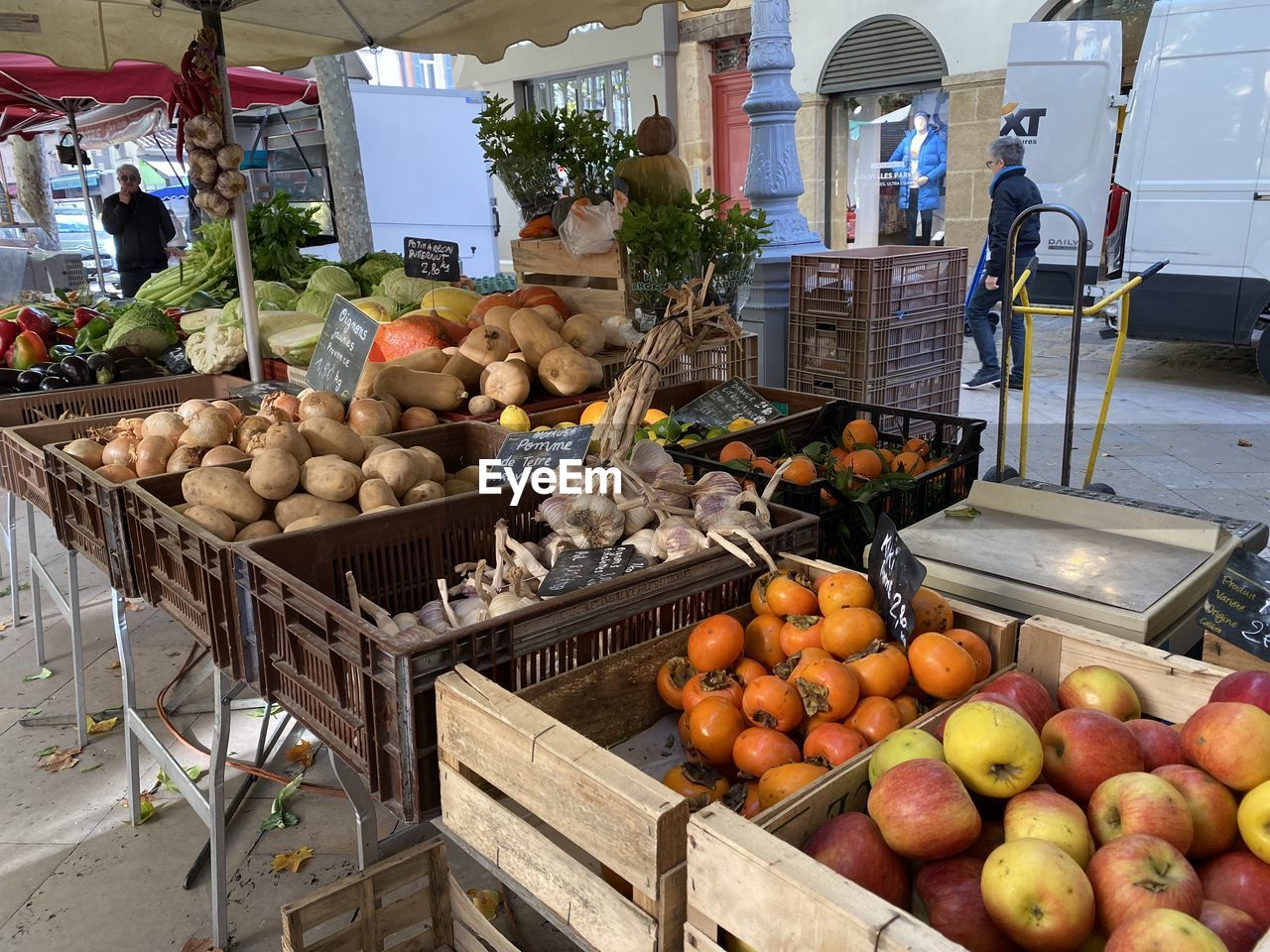 food and drink, food, fruit, healthy eating, freshness, market, market stall, wellbeing, for sale, retail, large group of objects, choice, vegetable, variation, abundance, apple - fruit, day, crate, box, small business, no people, retail display, orange, outdoors, sale, ripe