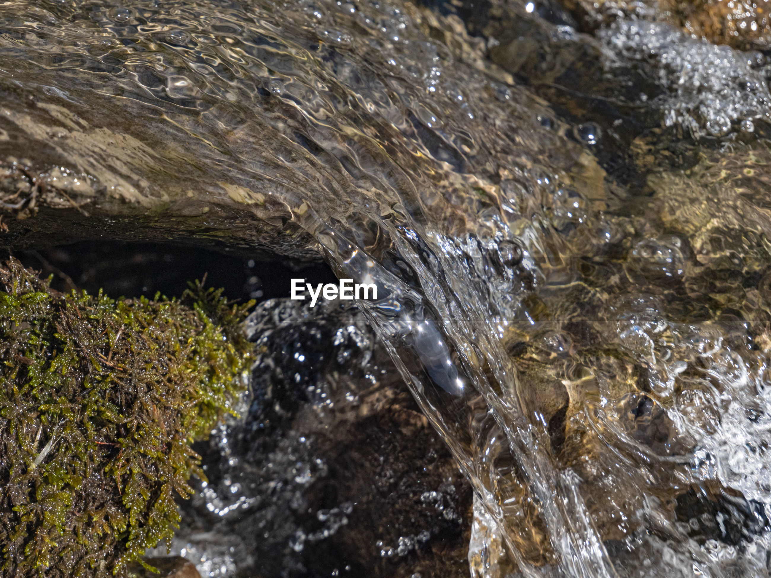 HIGH ANGLE VIEW OF WATER FLOWING IN ROCK