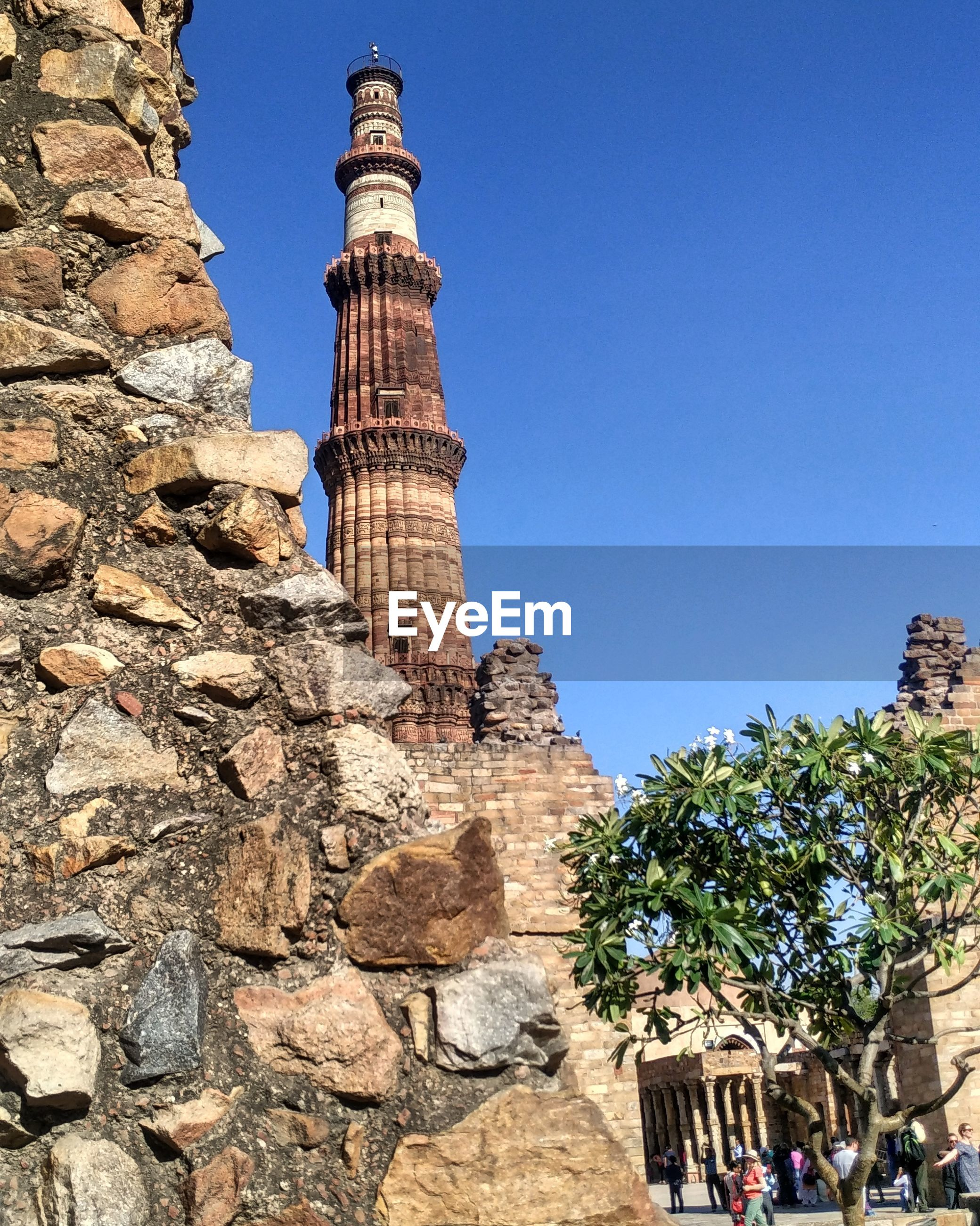 clear sky, architecture, built structure, history, building exterior, famous place, ancient, low angle view, tourism, travel destinations, blue, old ruin, the past, travel, ancient civilization, international landmark, copy space, sunlight, old, tourist