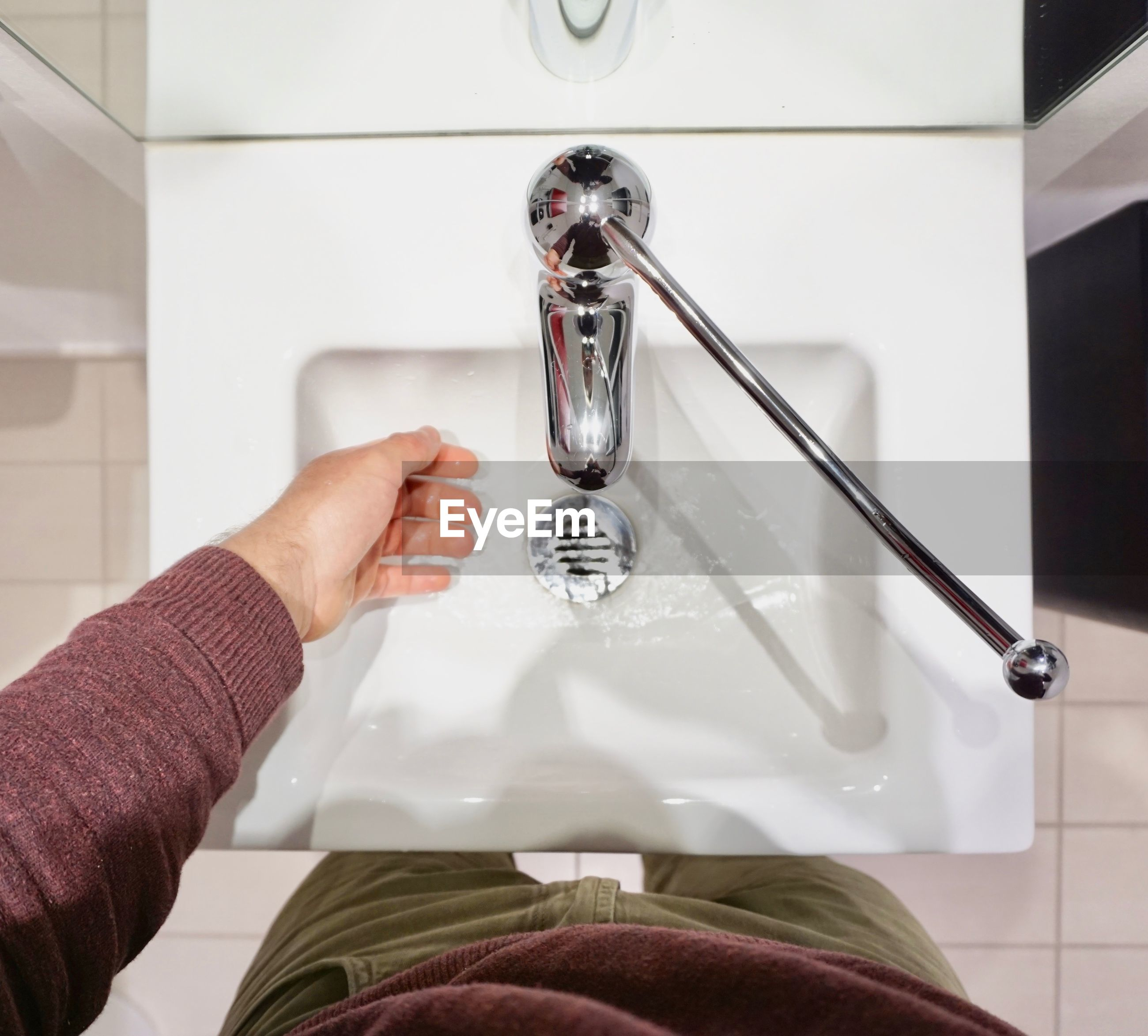 CLOSE-UP OF WOMAN HAND WITH FAUCET