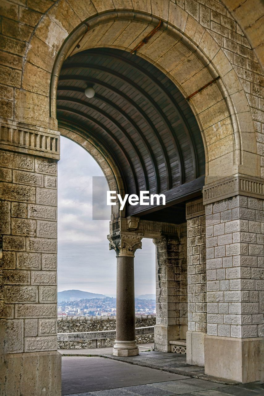 arch, architecture, built structure, the past, history, architectural column, day, no people, building exterior, building, arcade, nature, travel destinations, old, outdoors, tourism, water, travel, in a row, colonnade, arched