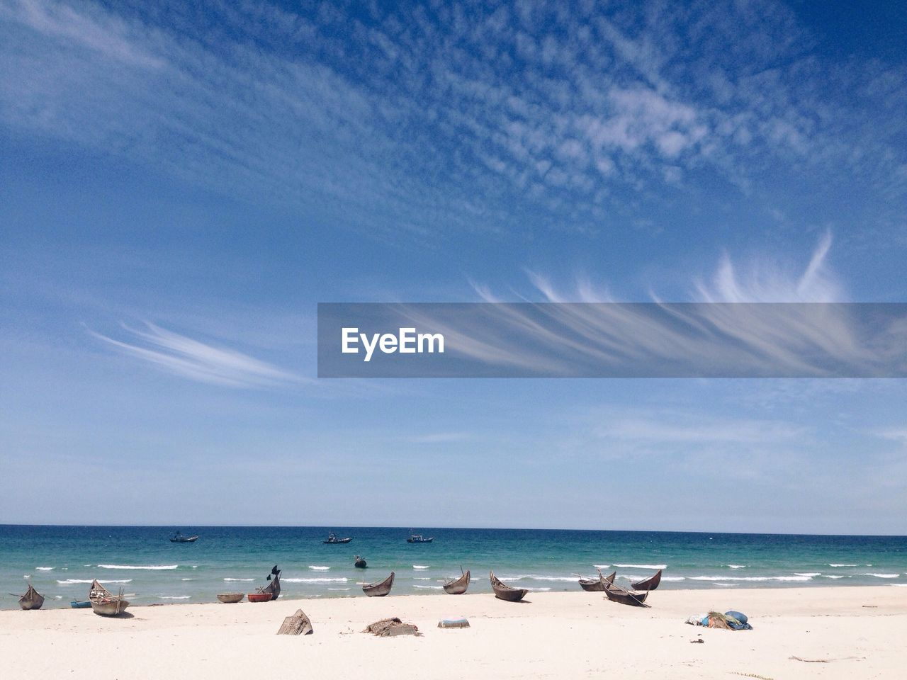 sea, beach, horizon over water, sand, sky, water, scenics, shore, beauty in nature, nature, blue, tranquility, tranquil scene, cloud - sky, outdoors, day, vacations, sunlight, no people
