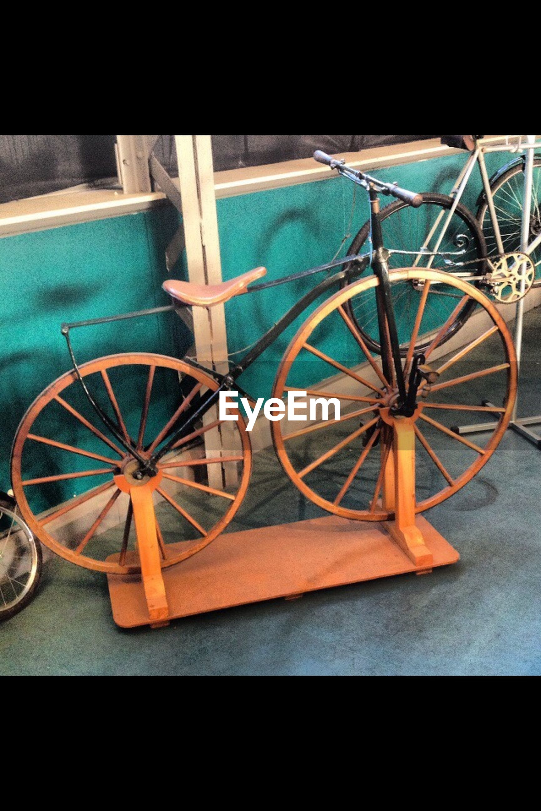 transportation, wheel, mode of transport, bicycle, land vehicle, stationary, no people, parking, circle, street, sunlight, outdoors, parked, day, tire, part of, reflection, blue, close-up, yellow