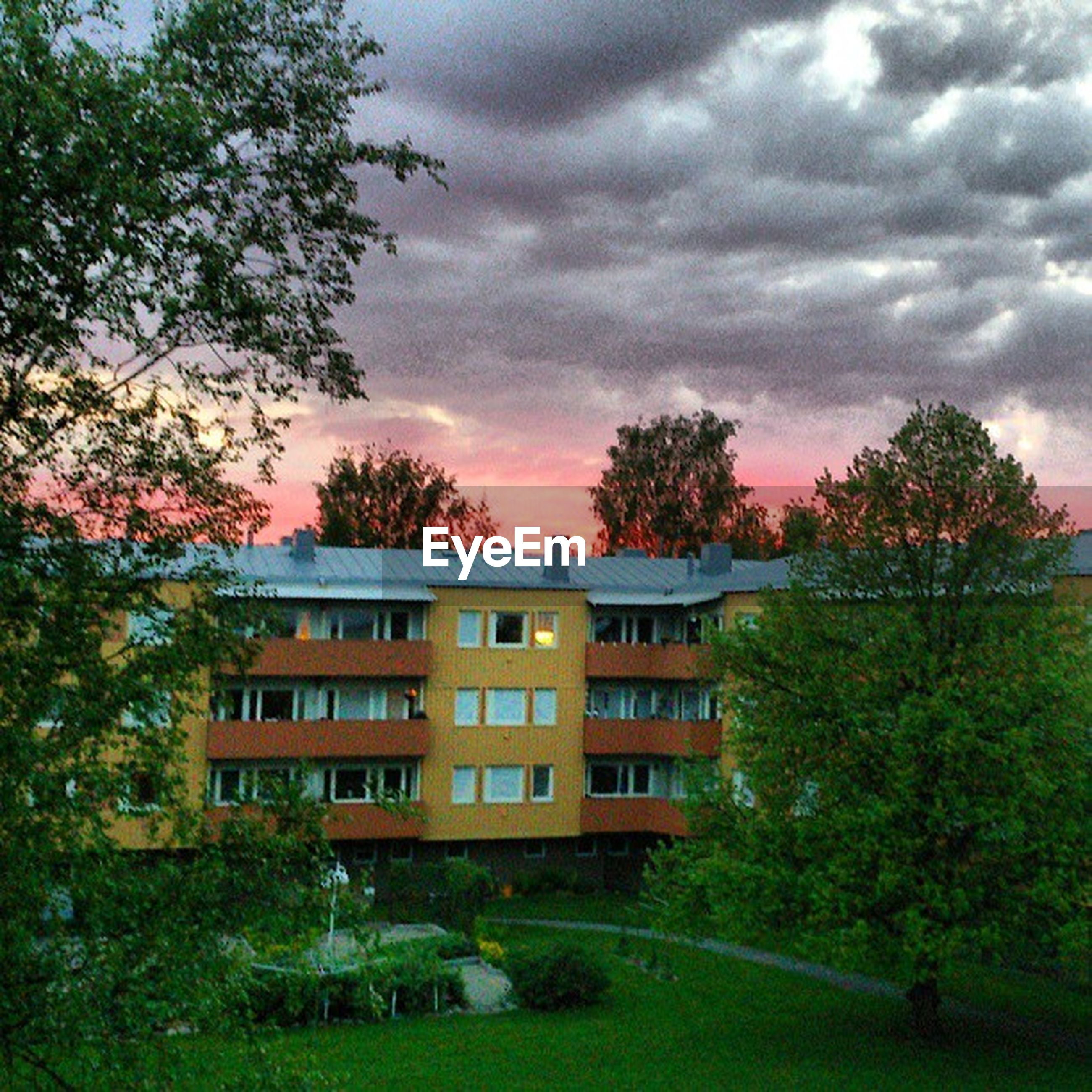 architecture, building exterior, built structure, tree, sky, cloud - sky, cloudy, house, sunset, residential structure, residential building, growth, cloud, overcast, nature, outdoors, no people, green color, city, grass