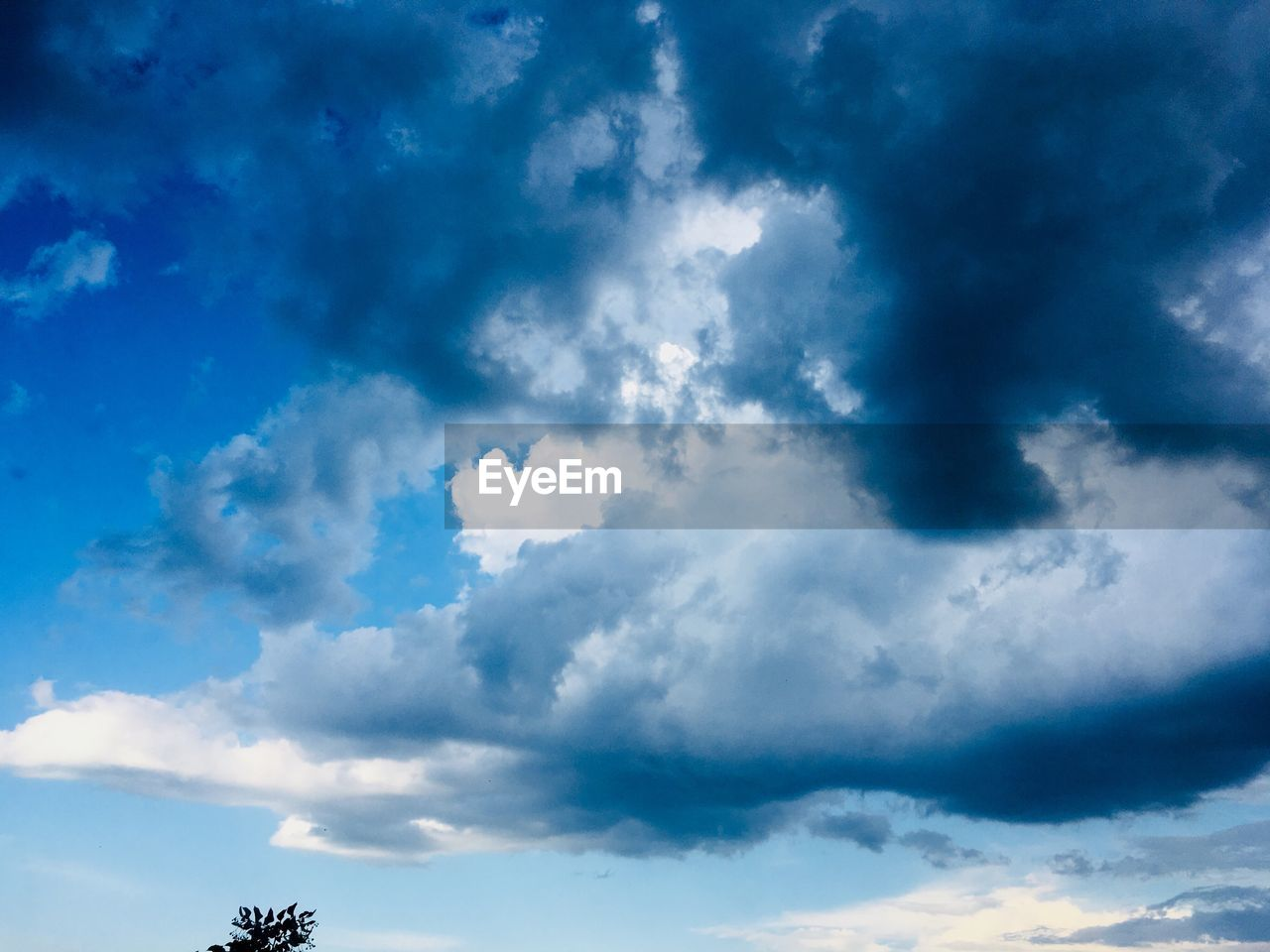 cloud - sky, sky, low angle view, beauty in nature, scenics - nature, blue, nature, no people, day, tranquility, outdoors, tranquil scene, cloudscape, idyllic, backgrounds, sunlight, dramatic sky, white color, non-urban scene, meteorology