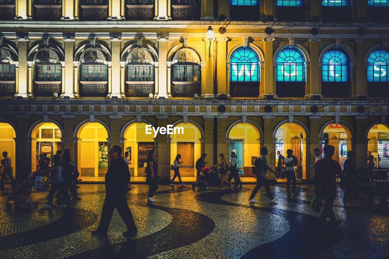 architecture, built structure, building exterior, real people, arch, group of people, city, lifestyles, illuminated, crowd, large group of people, men, women, night, adult, the past, history, building, leisure activity, outdoors