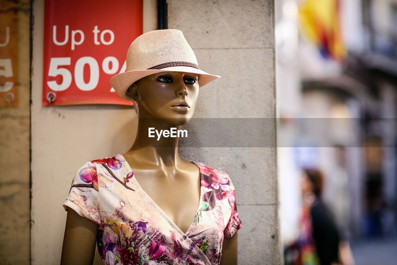 mannequin, fashion, store, human representation, text, focus on foreground, day, outdoors, no people