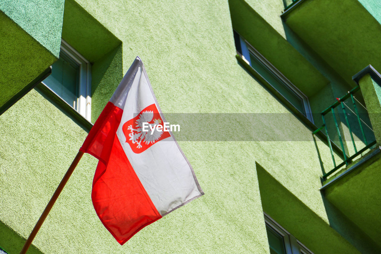 HIGH ANGLE VIEW OF FLAG ON FLOOR AGAINST BUILDING