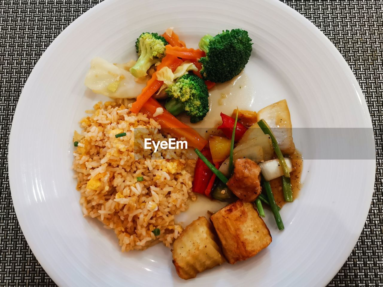 food and drink, food, plate, ready-to-eat, freshness, vegetable, healthy eating, wellbeing, indoors, serving size, directly above, broccoli, still life, high angle view, no people, table, meal, pepper, close-up, green, garnish, place mat, vegetarian food