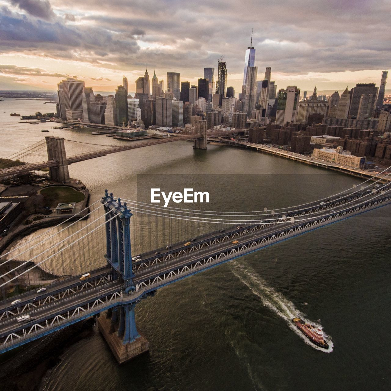 View of manhattan and brooklyn bridge over river in city