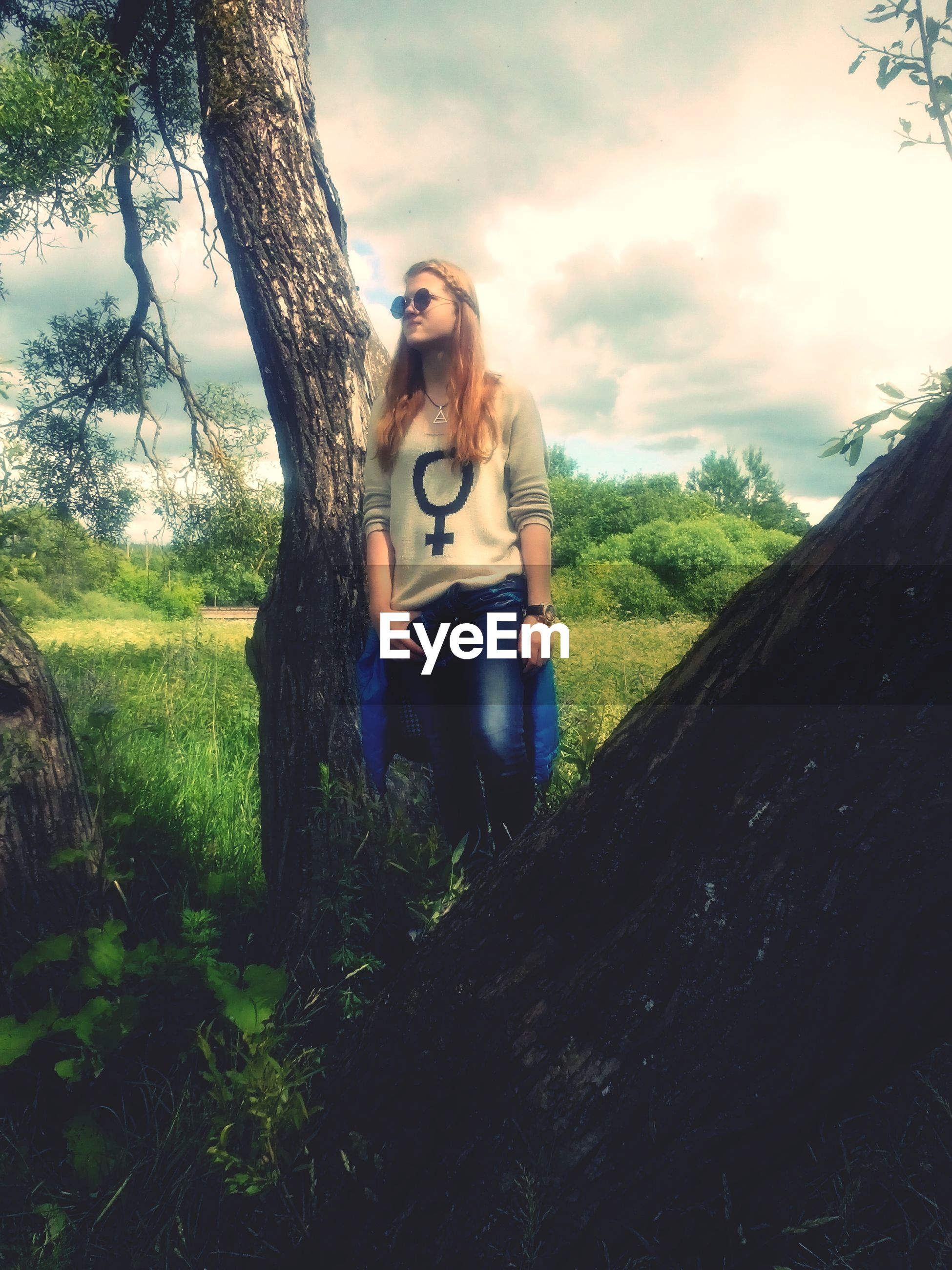 young adult, lifestyles, leisure activity, tree, person, young women, casual clothing, full length, sky, looking at camera, sunglasses, front view, portrait, standing, three quarter length, nature, camera - photographic equipment