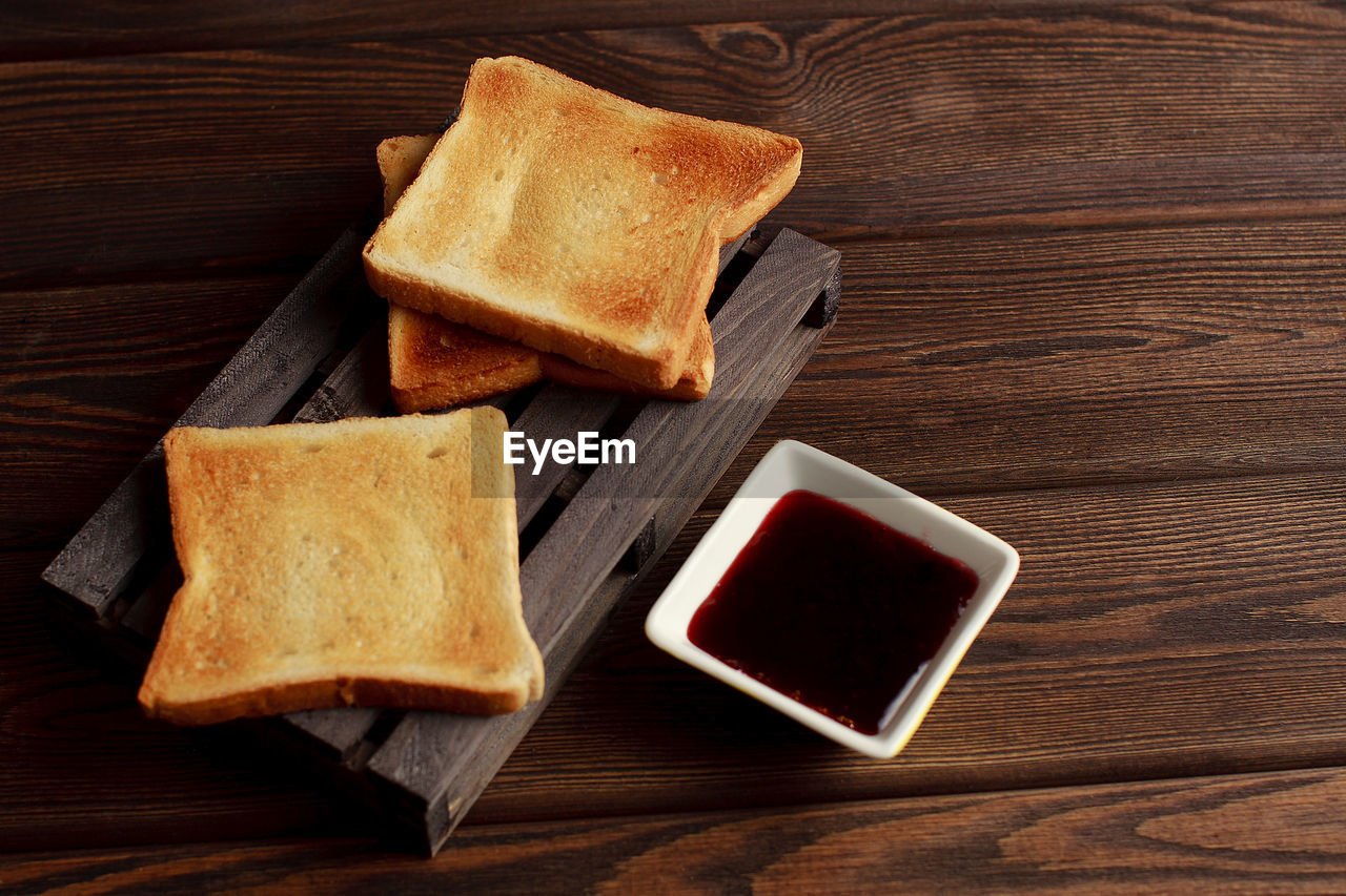 HIGH ANGLE VIEW OF BREAKFAST SERVED IN TRAY