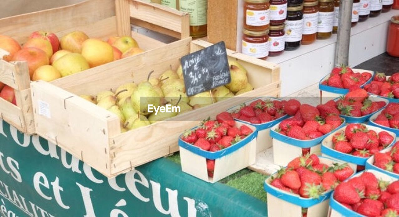 healthy eating, food and drink, food, fruit, wellbeing, container, freshness, choice, box, variation, strawberry, crate, market, apple - fruit, retail, healthy lifestyle, large group of objects, berry fruit, vegetable, banana, box - container, farmer's market, groceries, ripe