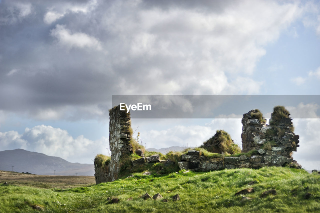 PANORAMIC VIEW OF OLD RUINS