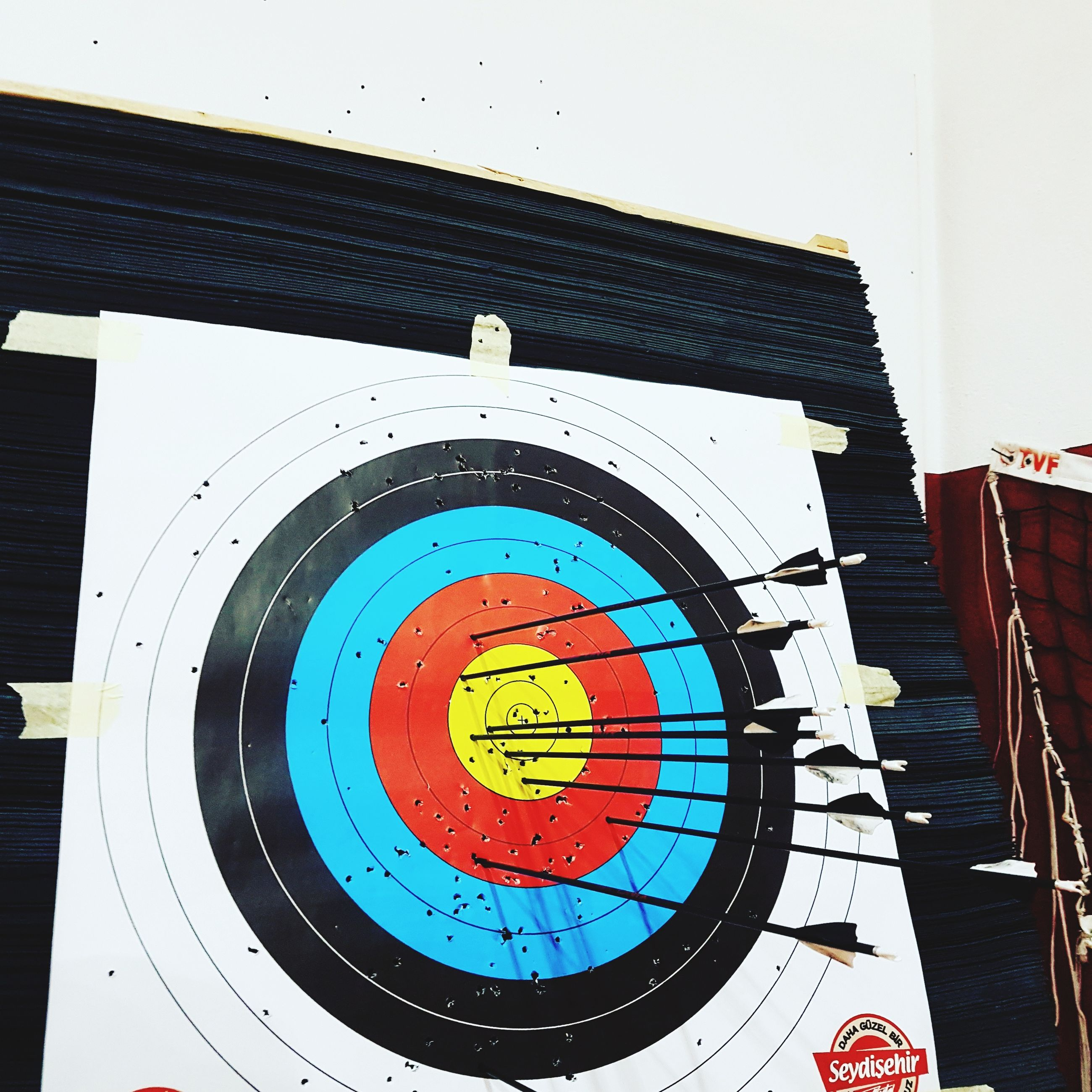 sport, sports target, accuracy, arrow - bow and arrow, no people, indoors, close-up, clock, day, scoreboard