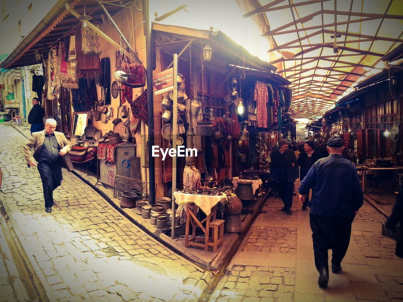 market, real people, market stall, walking, men, retail, store, lifestyles, women, full length, food, indoors, day, adult, people