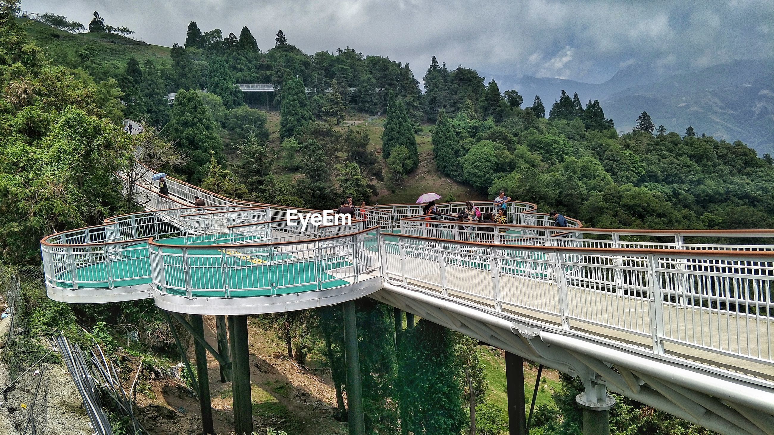 PANORAMIC VIEW OF BRIDGE OVER MOUNTAINS AGAINST SKY