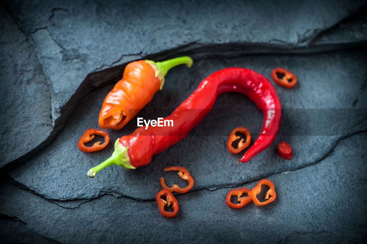 DIRECTLY ABOVE SHOT OF RED CHILI PEPPERS AND VEGETABLES ON TABLE
