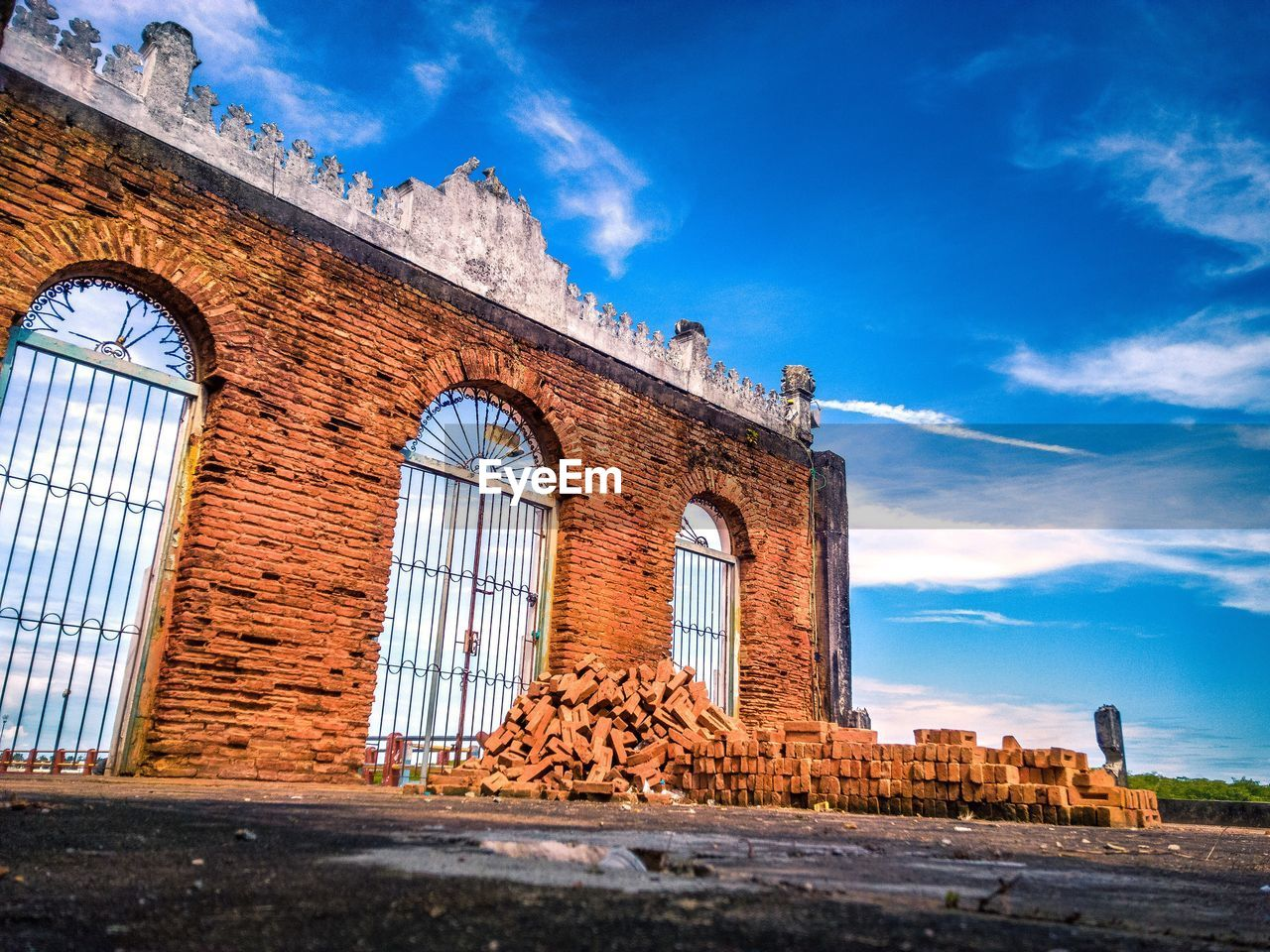 architecture, built structure, building exterior, sky, history, cloud - sky, low angle view, arch, day, outdoors, no people, blue, travel destinations